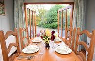 Stay in Devon : dining table