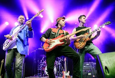 Exeter Corn Exchange -  Money for Nothing : Dire Straits Legacy