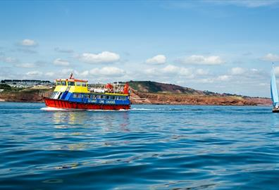 sailing along the jurassic coast for a day trip to sidmouth